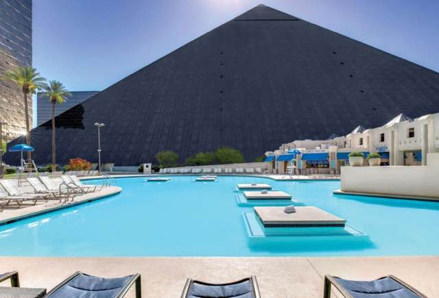 19 best pools in las vegas hours cabana day bed beach - Luxor hotel las vegas swimming pool ...